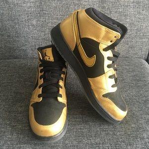 Air Jordan RARE Gold/black Youth Mid 1